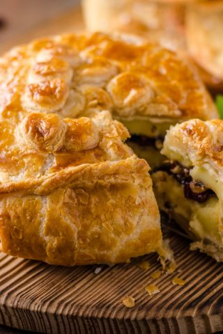 Baked Brie With Caramelised Onion